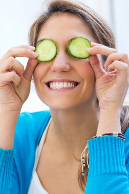 pretty-woman-with-cucumbers